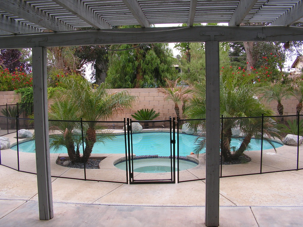 Safest Pool Fence has a Self closing gate